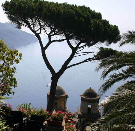 A POSTCARD PERFECT TOWN HIGH OVER THE AMALFI COAST