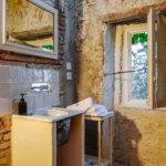 Camellas-Lloret summer cabin bathroom