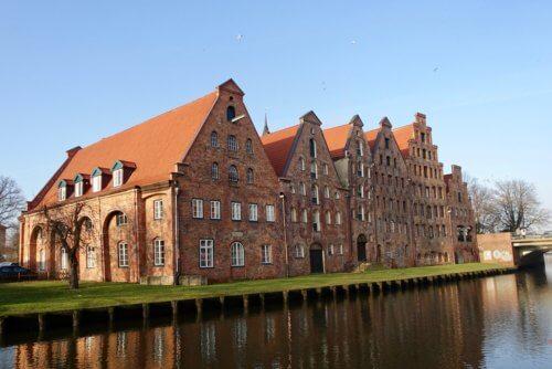 Lübeck boat tour houses