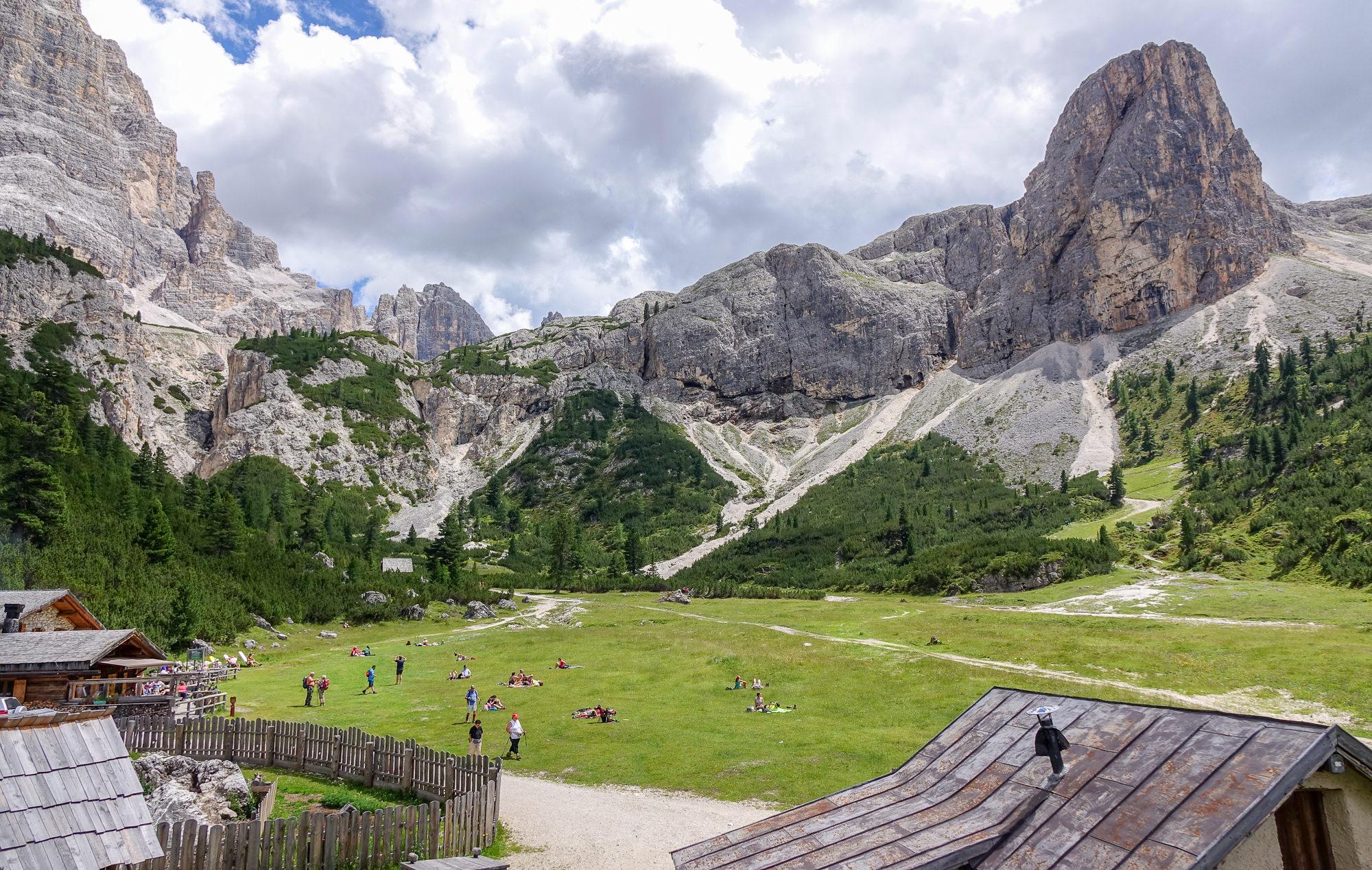 Rifugio Scotoni Hütte view