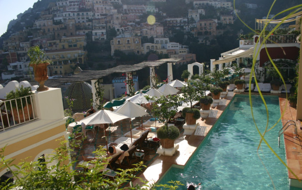 Le Sirenuse pool view