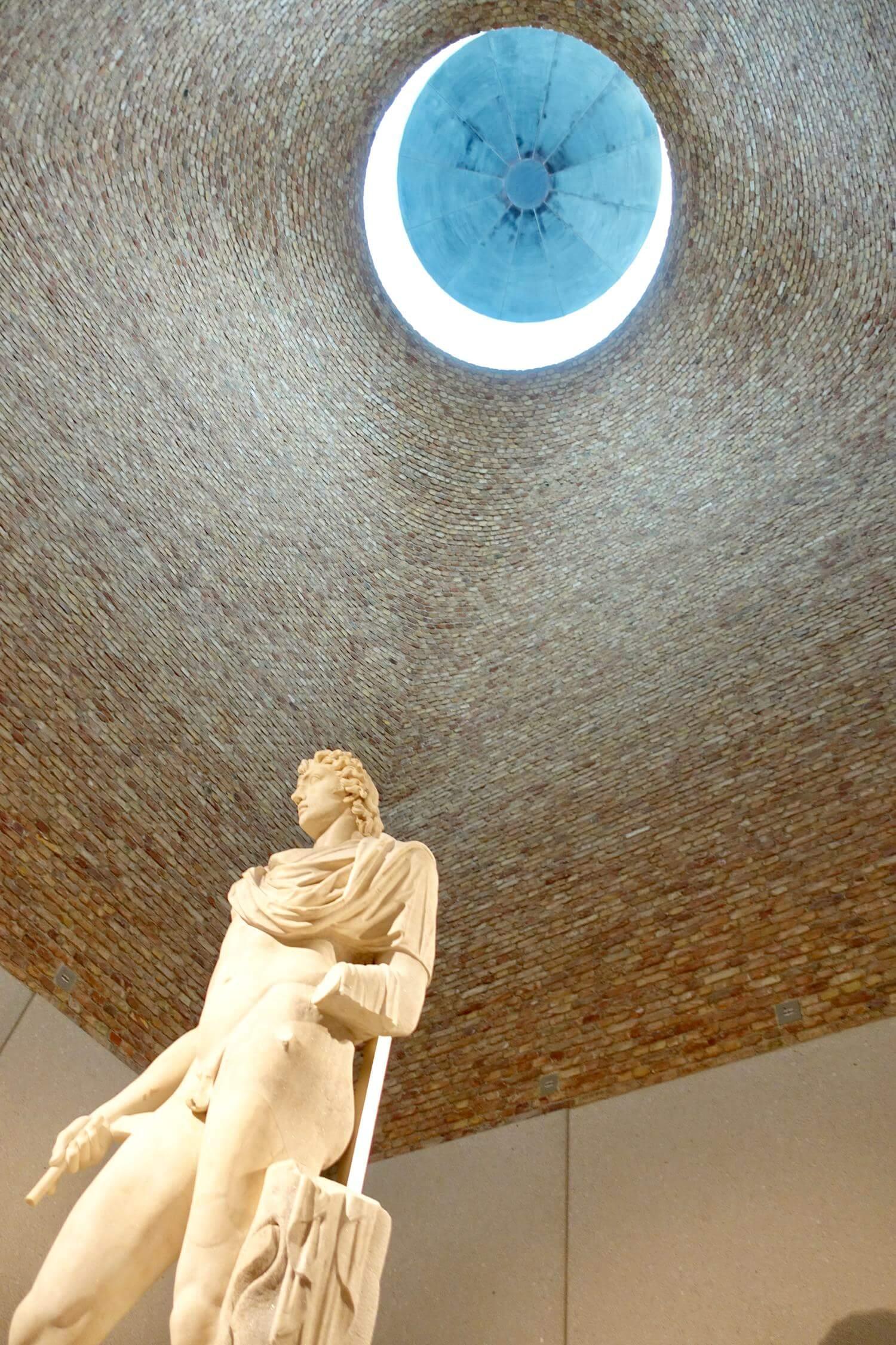 Neues Museum Berlin statue