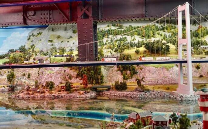 Miniatur Wunderland bridge river scene