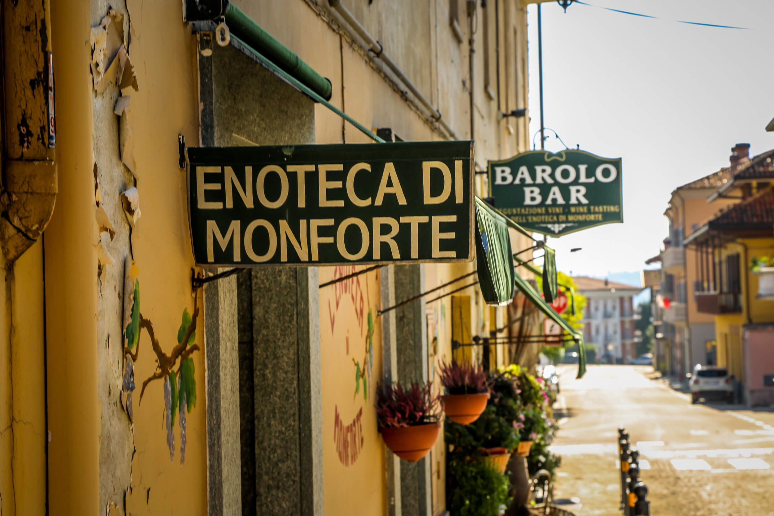 Barolo Bar enoteca sign