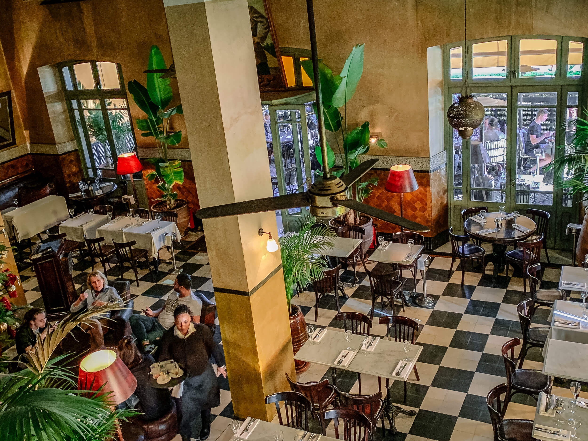 Cafe de la Poste interior