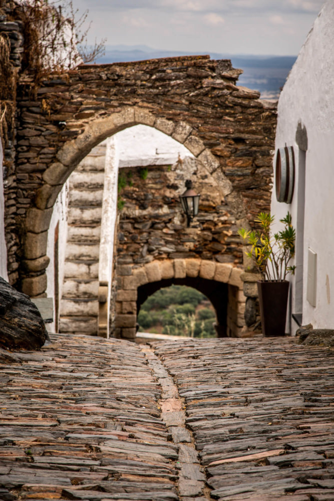 schist street Monsaraz