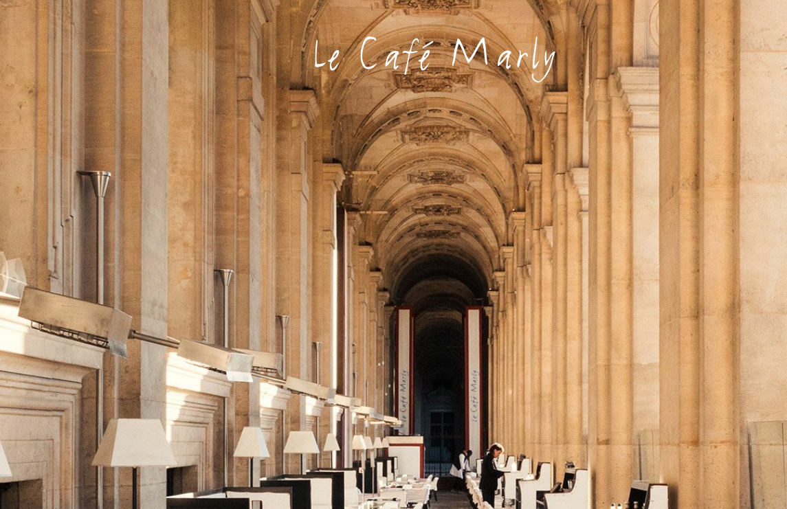 Le cafe marly corridor
