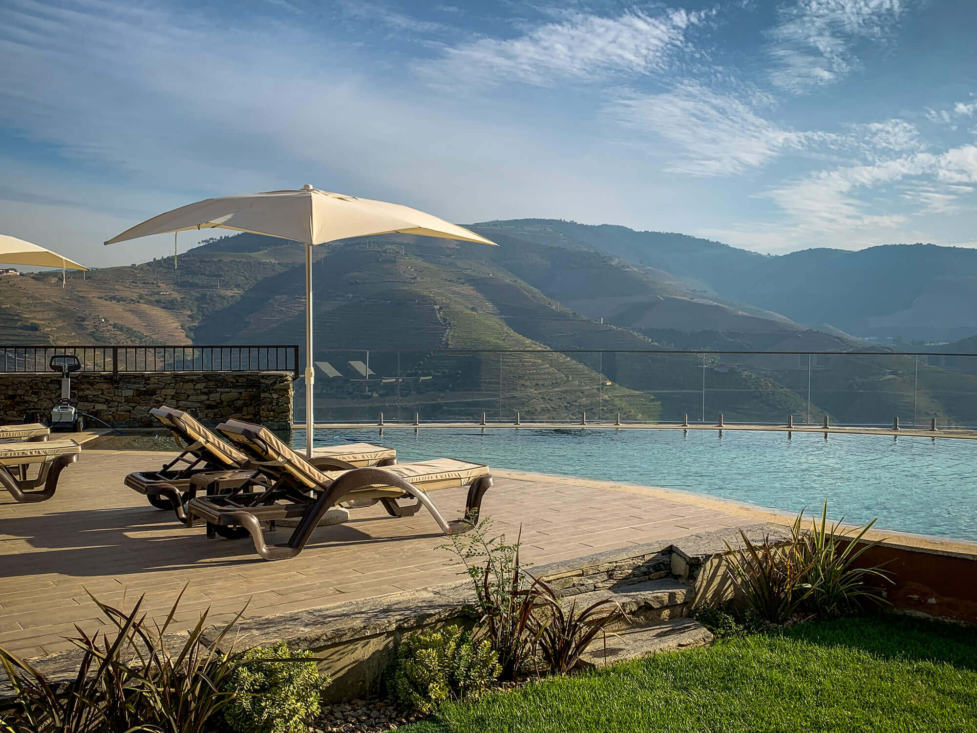 Vila Gale Douro pool view