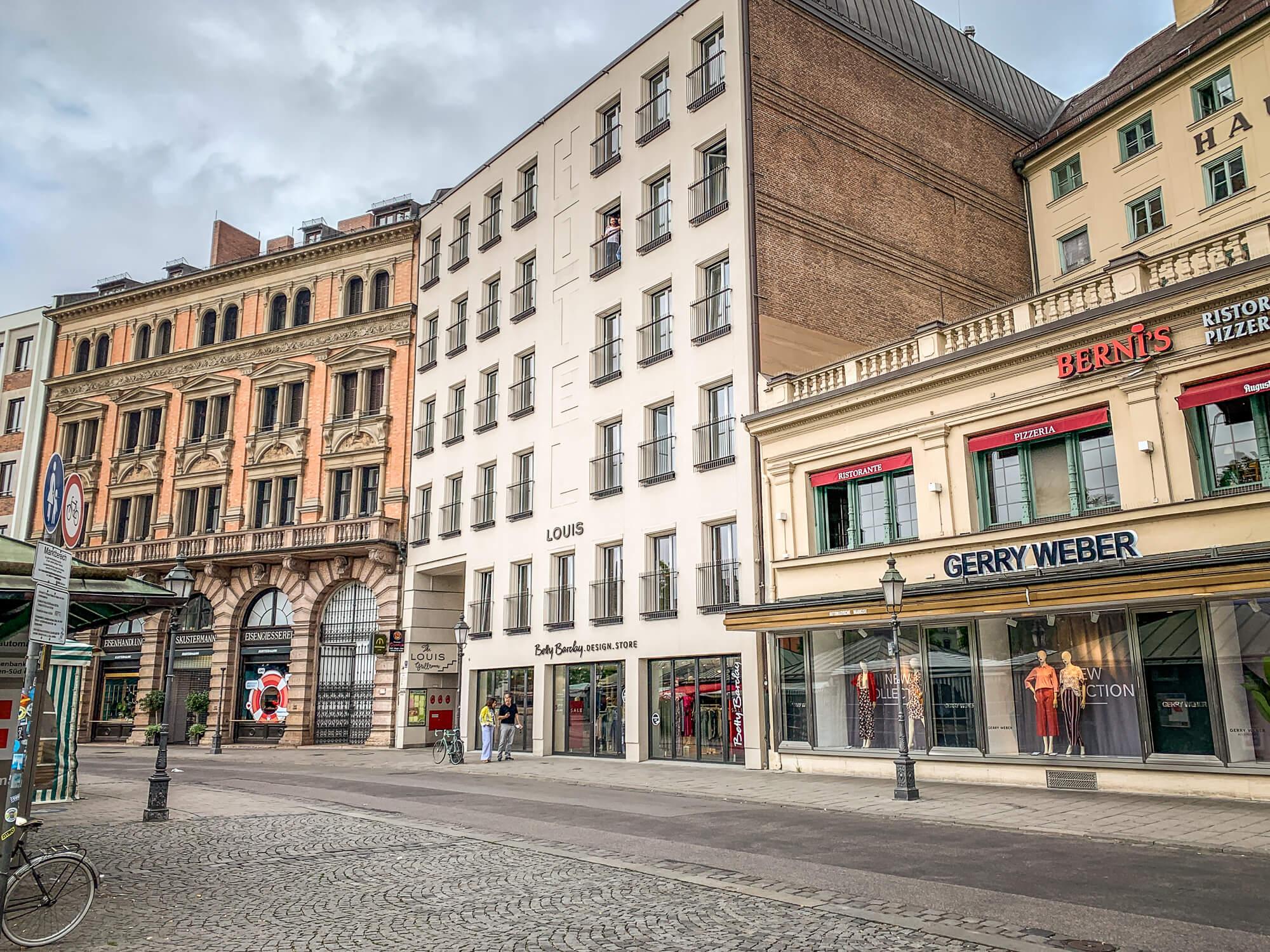 Louis Hotel exterior