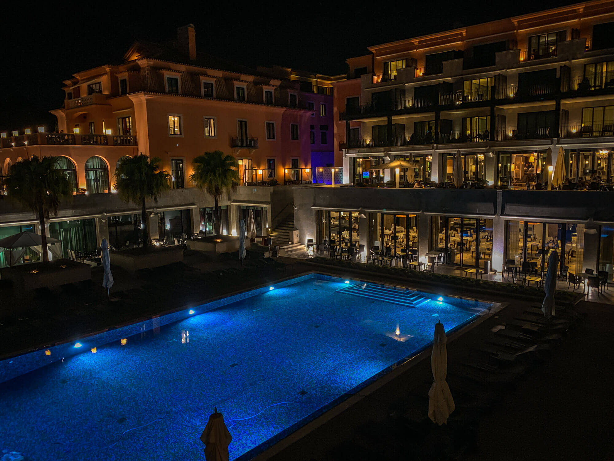 Villa Italia Cascais pool at night